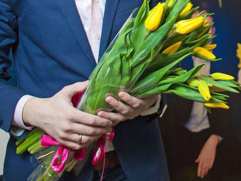Тюльпаны на 8 марта